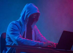 Хакер в маске